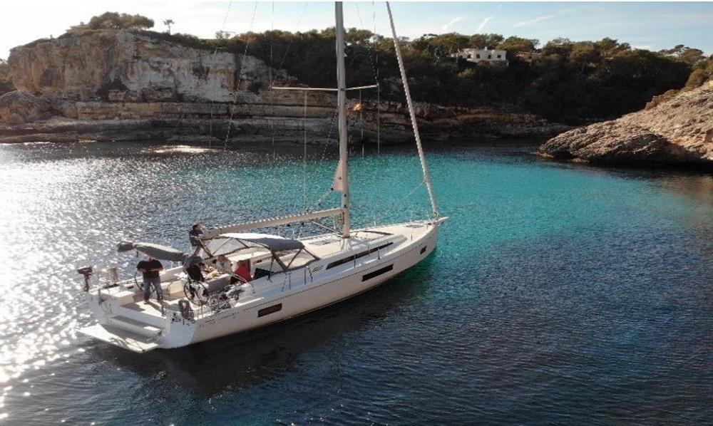 Yacht Charter Mallorca Cala d'Or Oceanis 51