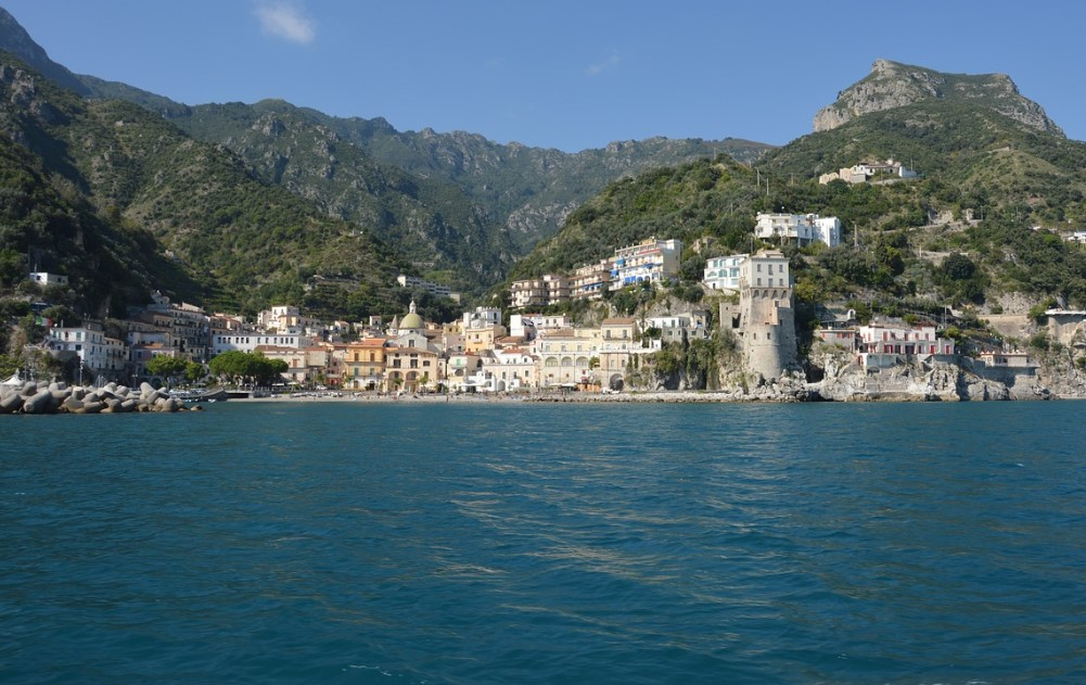 Italy-yachtcharter-Salerno-Amalfi-coast